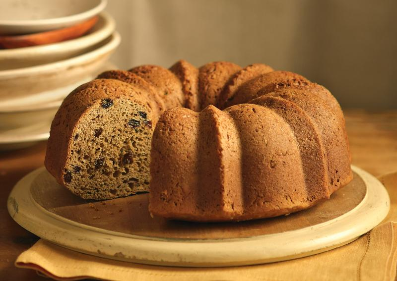 Cinnamon Raisin Pecan Cake